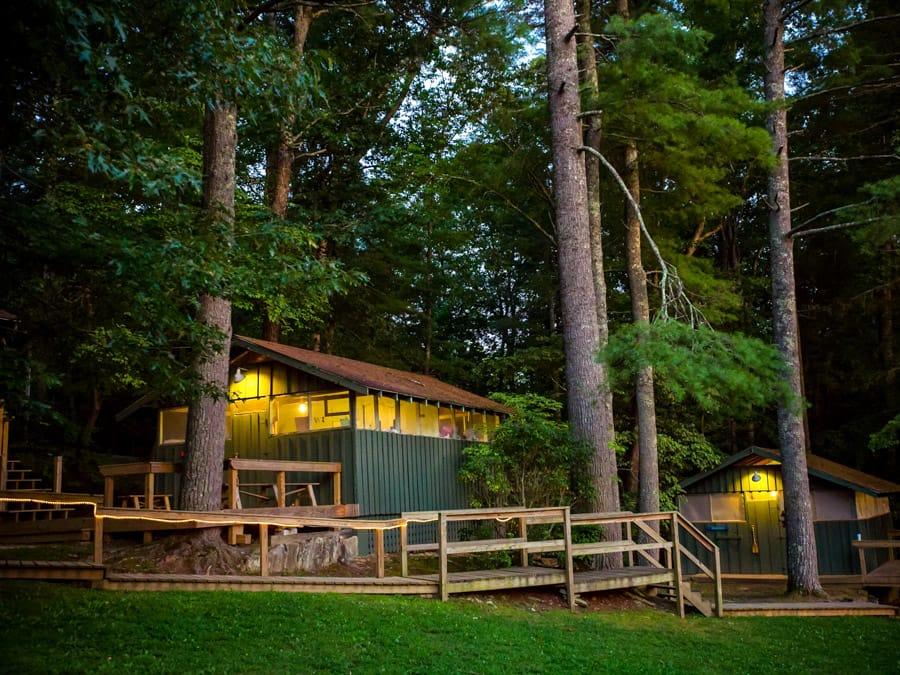cabin-at-night