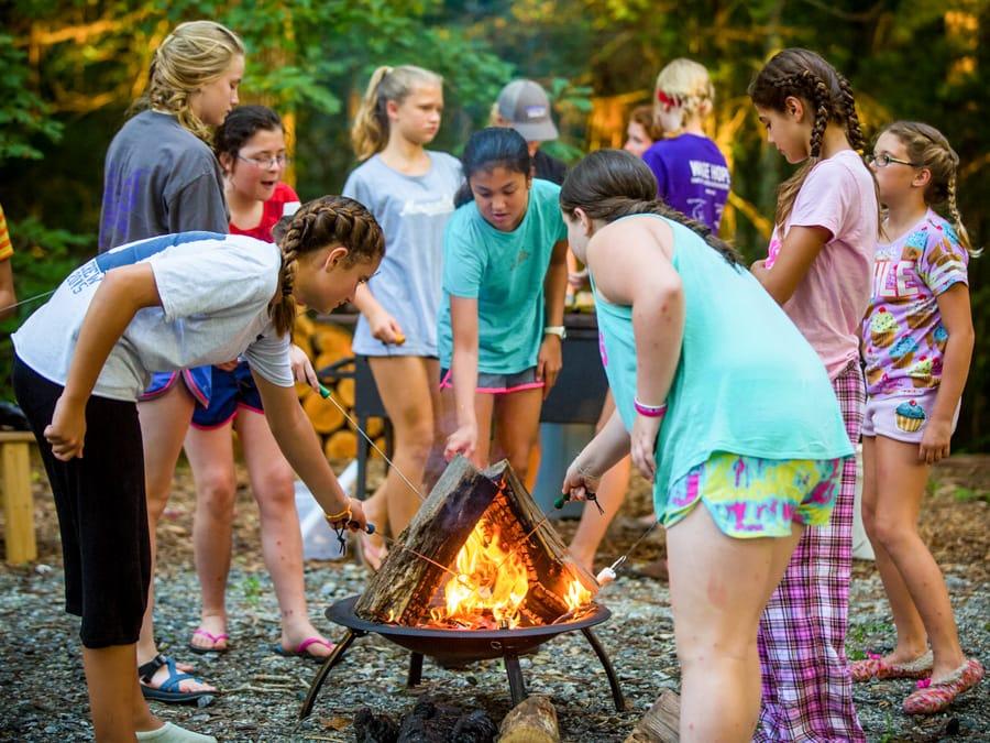 roasting-marshmellows-campfire